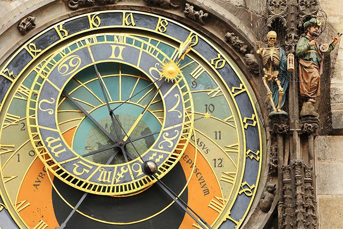 Bezienswaardigheden in Praag: de astronomische klok op het Plein Oude Stad.