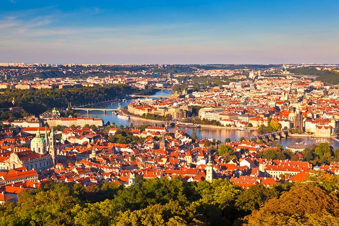 Uitzicht op Praag vanaf de Petřínheuvel