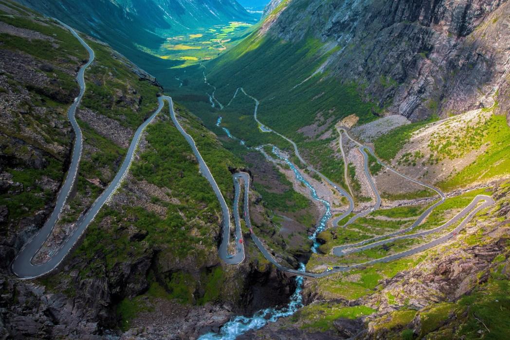 De 'trollenroute' Trollstigen in Noorwegen in de zomer