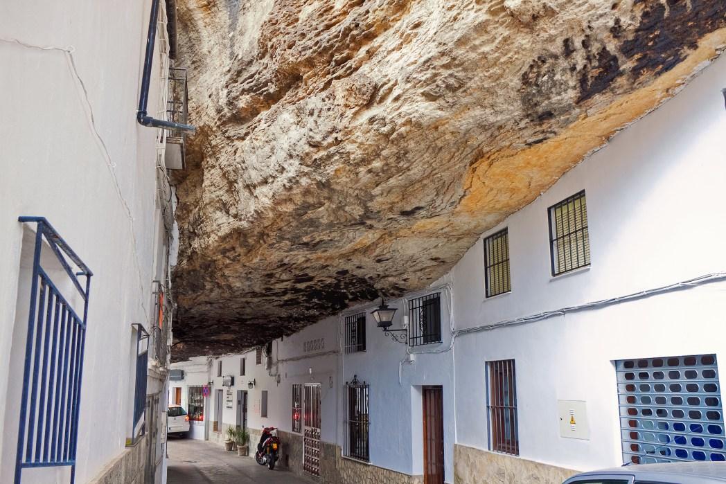 In de rotsen gebouwde huizen in Andalusië, Spanje