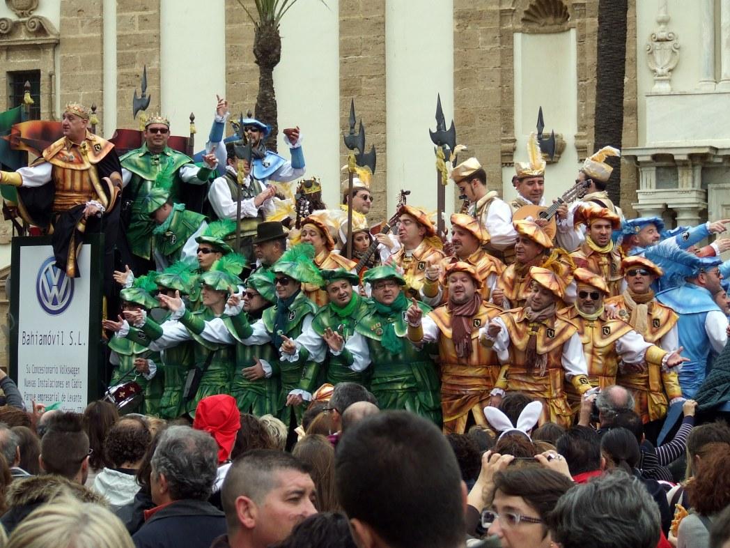 Carnavalsgroep op straat in Cádiz