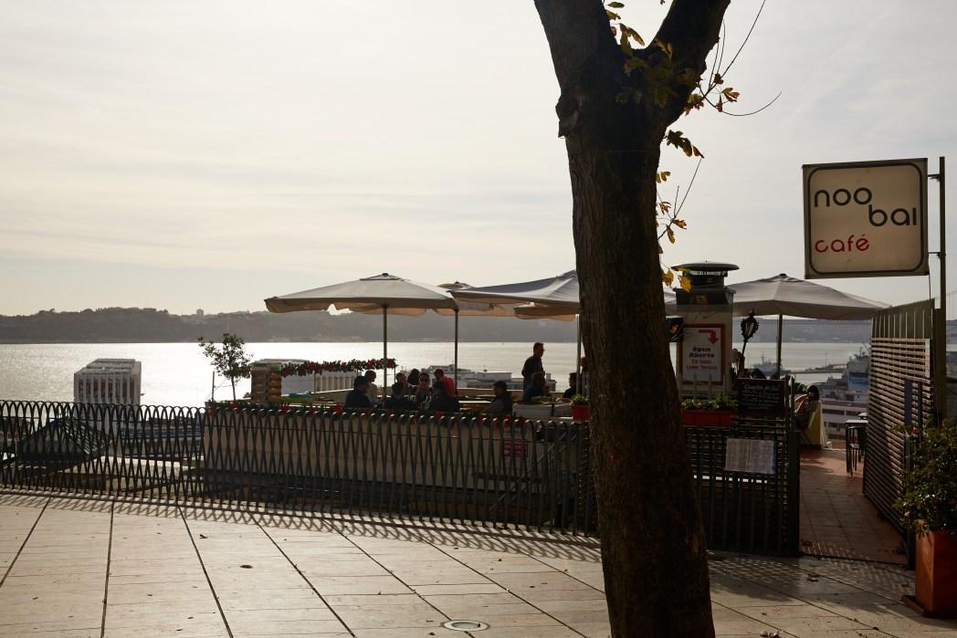 Noobai café op de miradouro van Santa Catarina