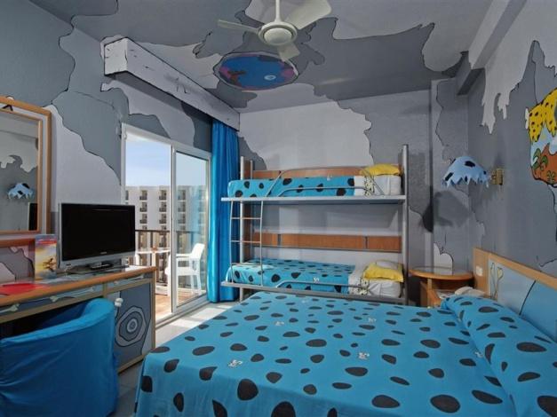 Kamer in Flintstone-hotel Sol Milanos Pingüinos op Minorca