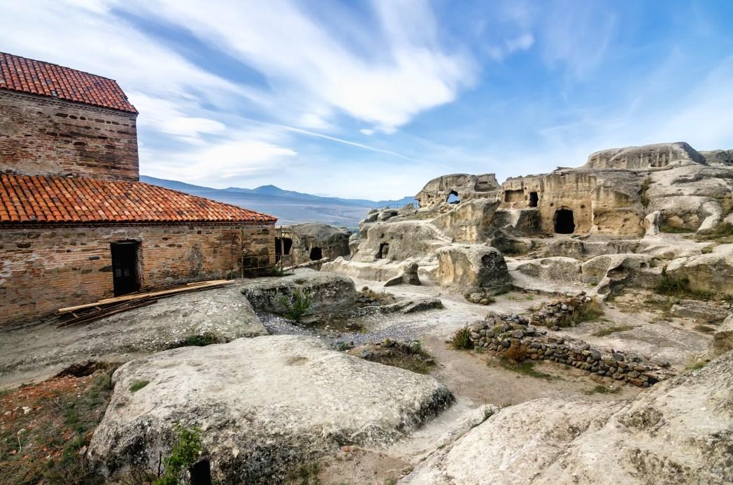 De grotwoningen van Uplistsikhe in Georgië